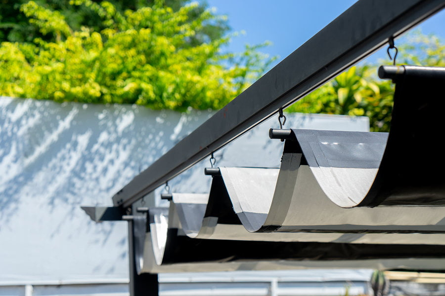 Picking a roof for a simple outdoor kitchen can be a challange. Pergola might to just about great, but there is a less expensive solution which looks amazing. Tap the pic to get to know it from my blog post. #outdoorkitchen