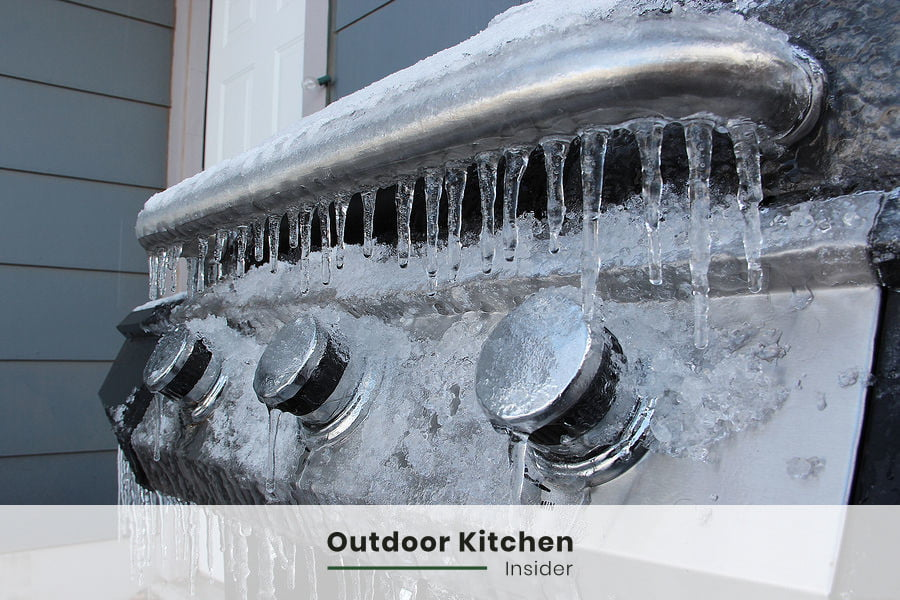 Creating a simple outdoor kitchen in a cold climate can be a chellange. Snow and ice can damage stainless steel and concrete. There is a way to protect an outdoor kitchen in the winter time. Tap the picture to go to my blog post with simple outdoor kitchen ideas. #outdoorkitchen