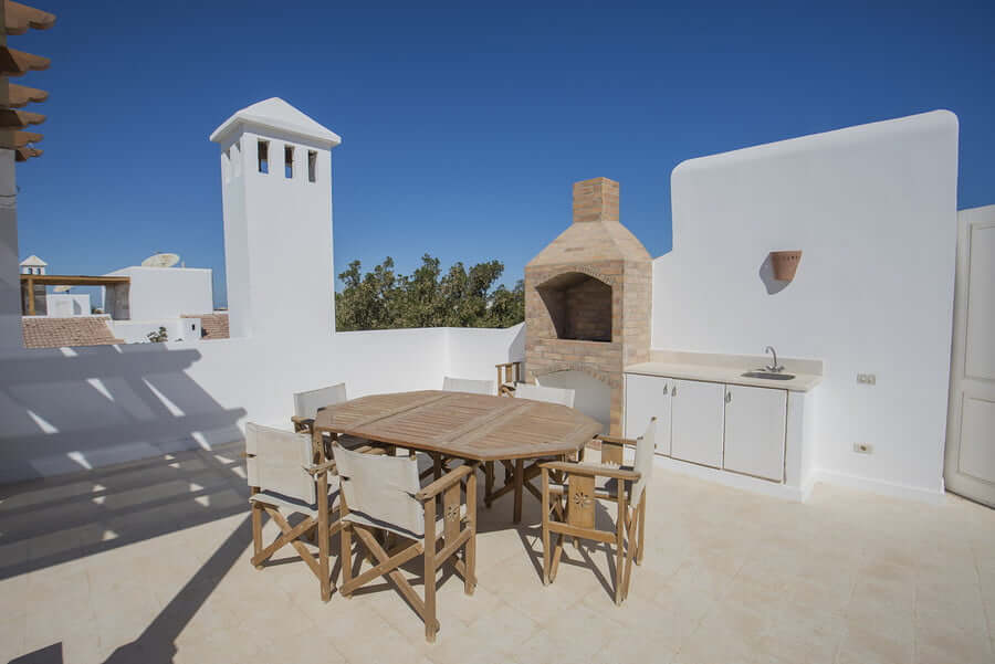 Rooftop smalloutdoor kitchen with traditional grill