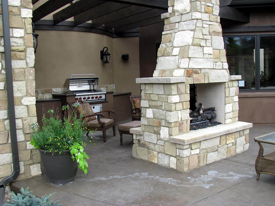 Two-sided fireplace at outdoor kitchen