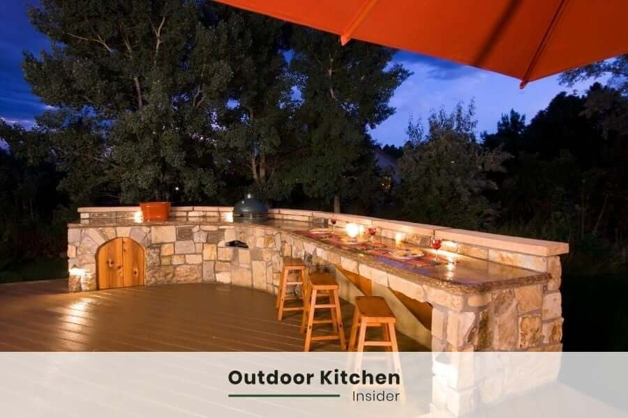 l-shaped outdoor kitchen with green egg