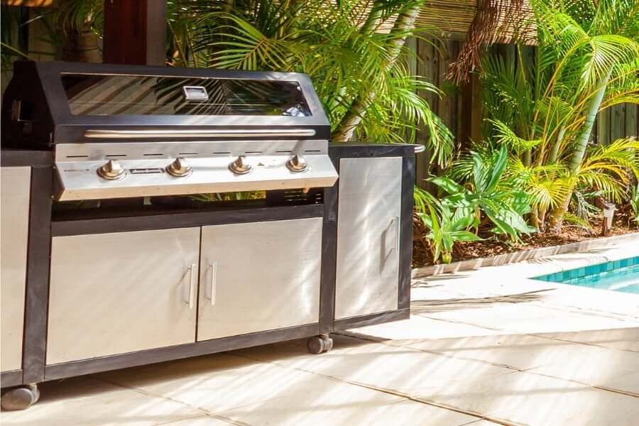 Movable outdoor kitchen at the pool