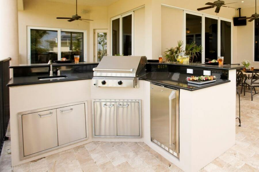 L-shaped outdoor kitchen with a bar counter