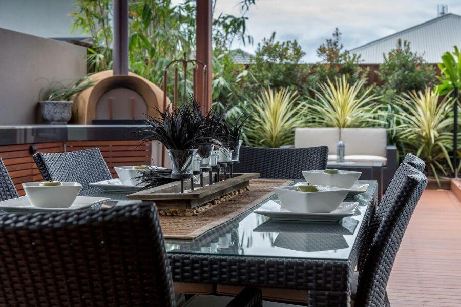 Outdoor kitchen layout: serving zone