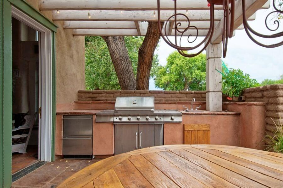 Small outdoor kitchen with a double drawer refrigerator