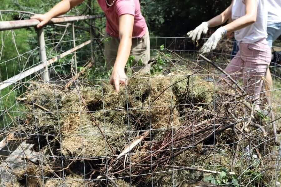 how to make a composter out of a fence wire
