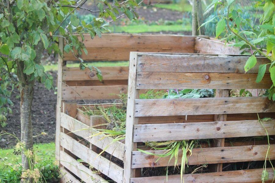 how to make a composting bin out of pallets