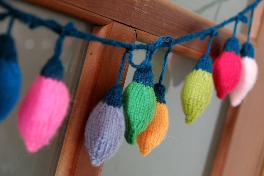 Ideas for Christmas Front Door Decorations  crochet string lights