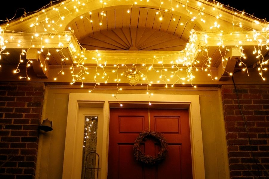 Ideas for Christmas Front Door Decorations icicle lights above the door decor