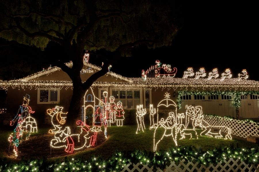 Christmas outdoor lighted decorations