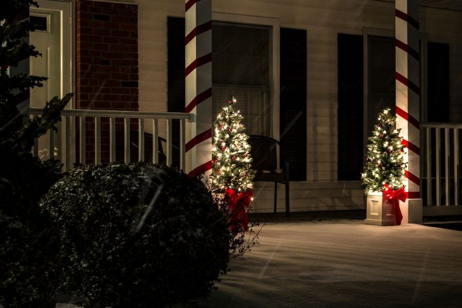 Ideas for Christmas Front Door Decorations ribbons trees