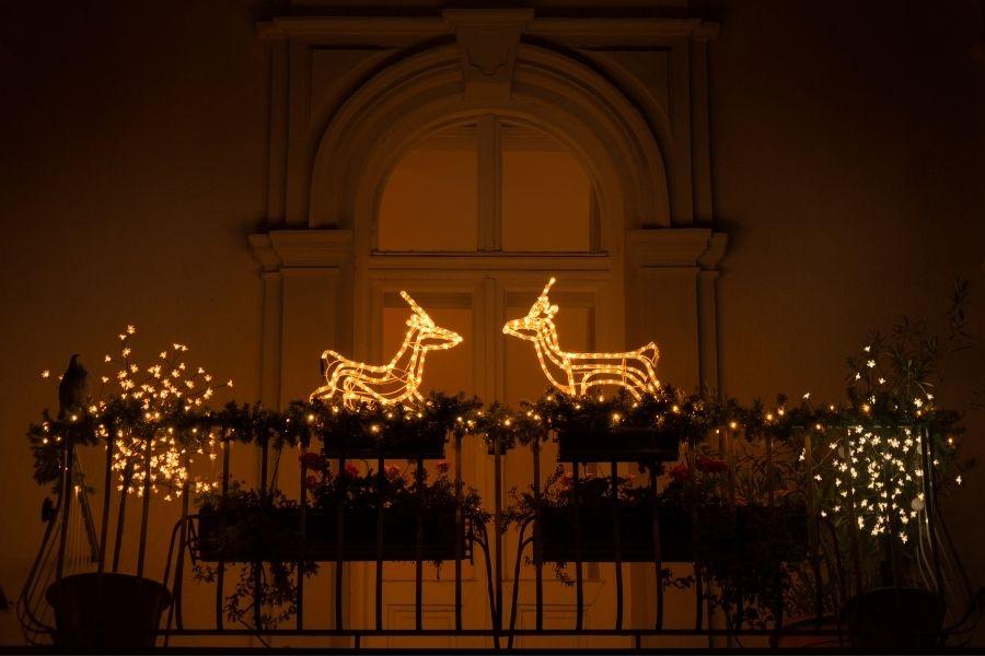 Christmas outdoor lighting: Deers on the balcony!